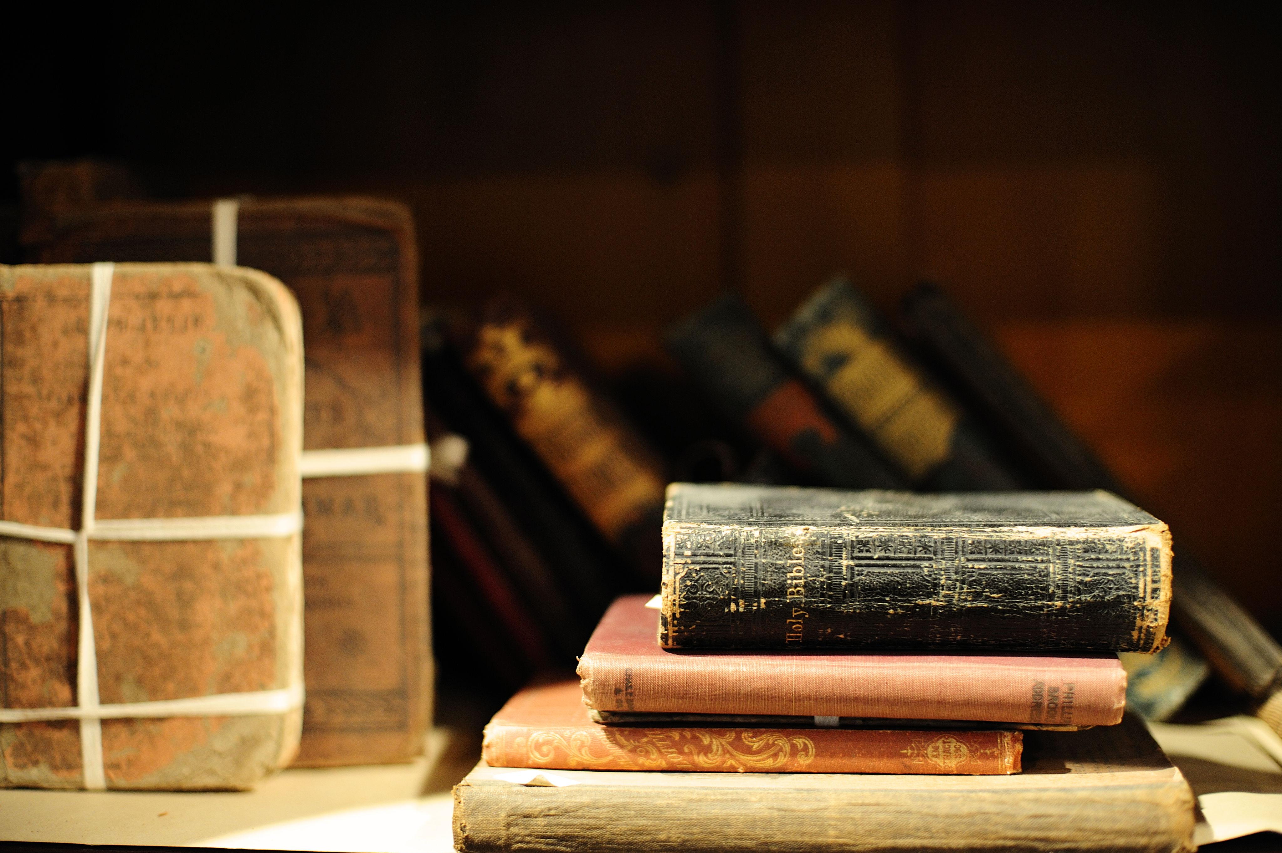 qual o livro mais antigo da bíblia